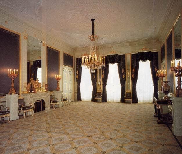 Balkonzaal - Ligbad in het midden van de kamer ...