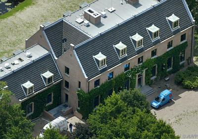 http://www.paleizen.nl/Paleizenbestanden/Images%20paleizen/Nederland/Den%20Haag/Wassenaar/Eikenhorst%20002.jpg